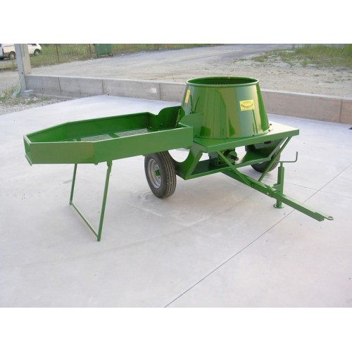 Прикачна машина за отстраняване на зелената обвивка на орехи CHIANCHIA